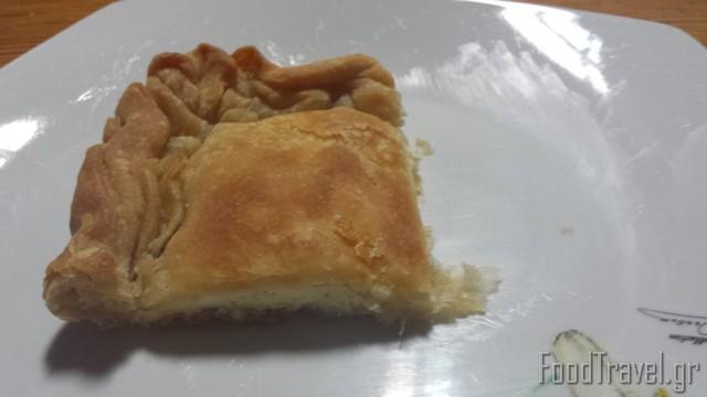 πίτα με σπιτικό ζυμάρι